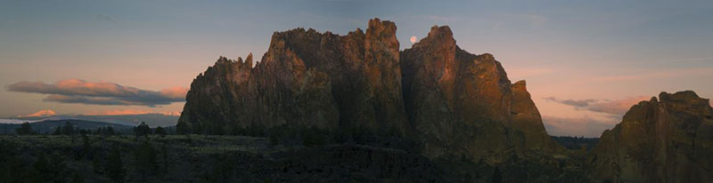 Full moon setting on Smith Rock
