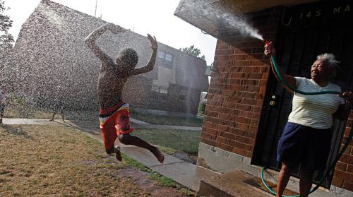 Captivating Hindash Captured Charlie Lee Cooling Off Her Gleeful 9 Year Old Neighbor,  Kasheem