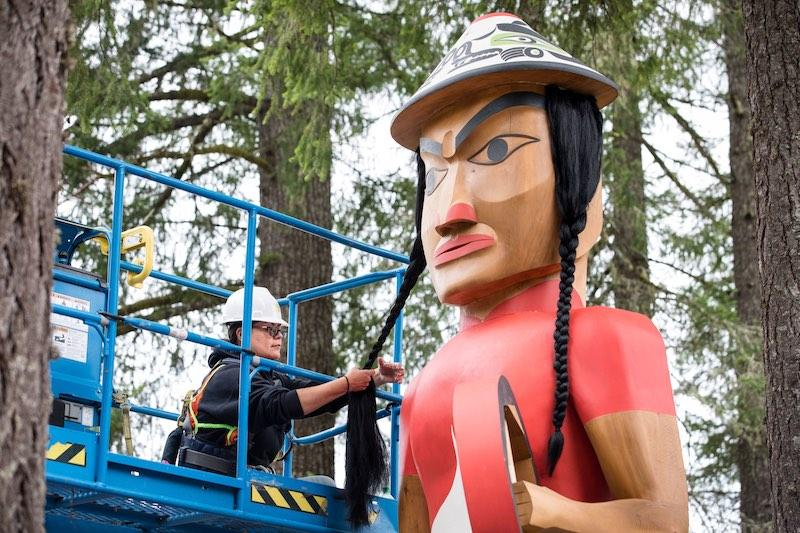 Bunni Peterson-Haitwas (Skokomish) works with Greg Colfax (Makah) on the restoration of Welcome Woman at the Evergreen State College.