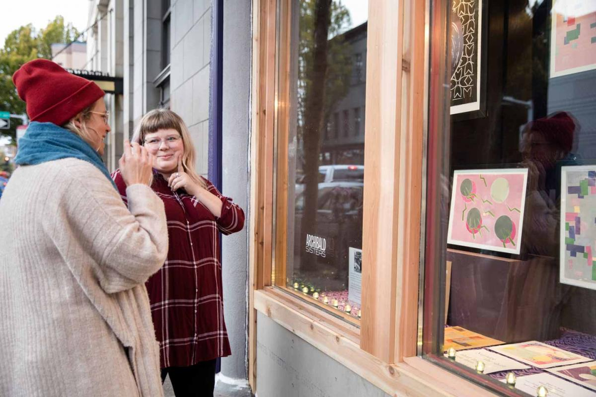 Alithea O'Dell enjoys ArtsWalk with a friend in Fall 2019